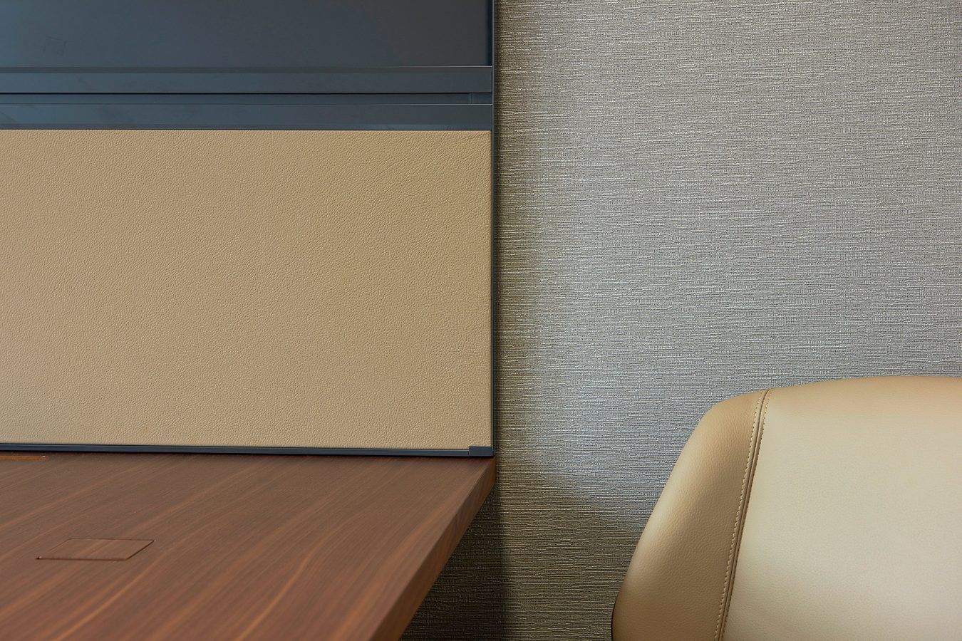 Office refurbishment and office fit out, interior decoration, neutral colours, for meeting rooms near London.